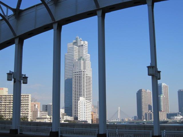 勝鬨橋からの聖路加タワー