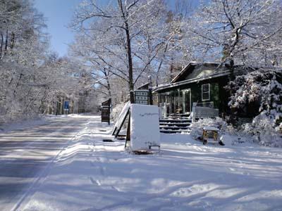事務所12月雪景色