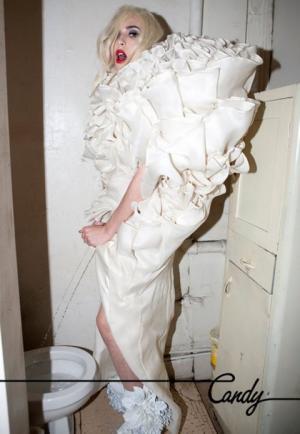 1026-lady-gaga-pees-standing-up-480x695.jpg