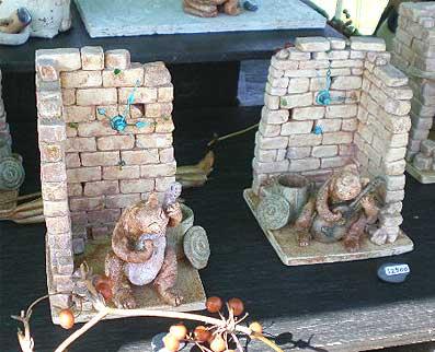 陶芸、レンガ壁と猫