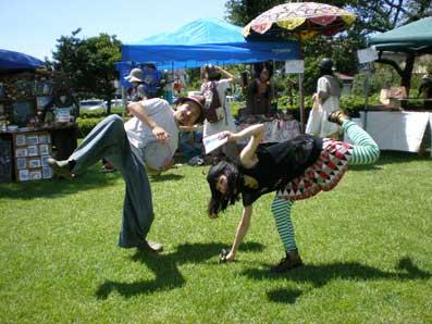 踊るパフォーマンス