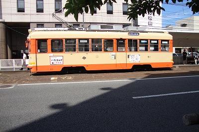 オレンジのバス