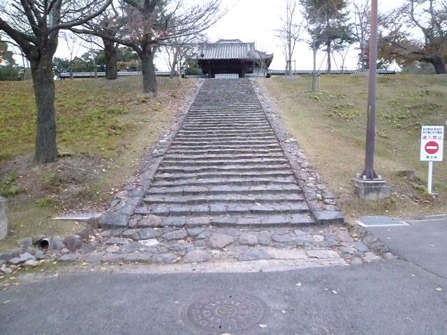 戒壇堂の階段です