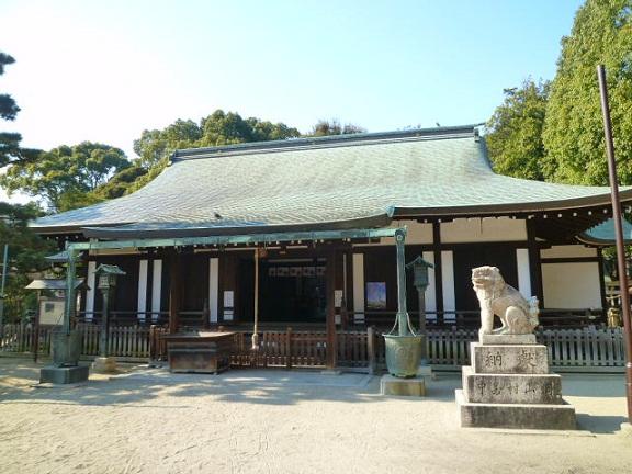 原田神社です 奥の本殿が重文です