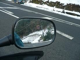 前も後ろも雪です