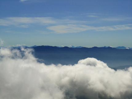 中央アルプスの後ろには富士山