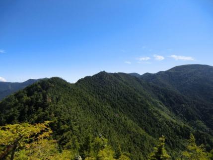 大山山頂から歩いてきた稜線