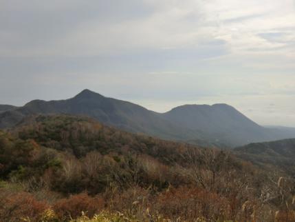 鍬柄山から荒山・鍋割山