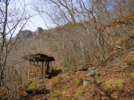 避難小屋から雌岳へ