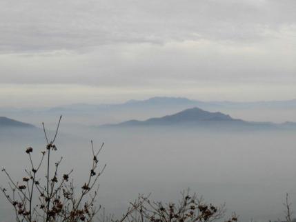 子持山、背後は上州武尊山