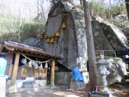 石割神社です