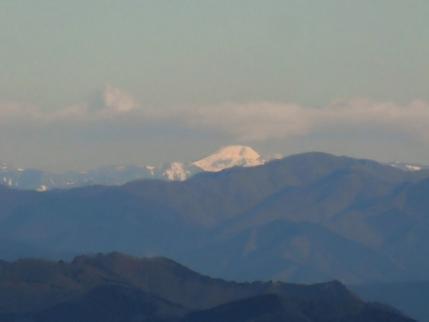 朝日に映える奥白根山