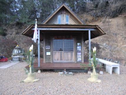 山頂番屋も正月飾りが