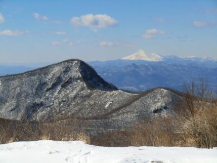 長七郎山頂から荒山と浅間山