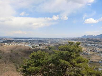 富岡タウンの向こうに筑波山、見えないって