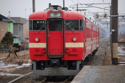 711系 社台駅