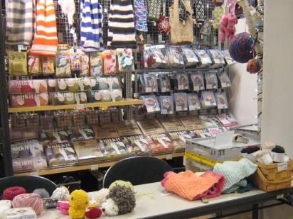 ロフト梅田店の編み物コーナーです。ここにいます。