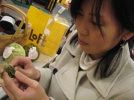 編み物を初めてに挑戦に拍手です。