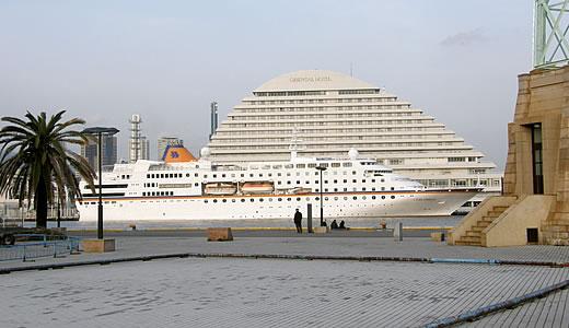 クルーズ客船 C.COLUMBUS 神戸港出港-1