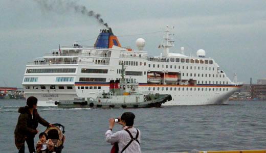 クルーズ客船 C.COLUMBUS 神戸港出港-3