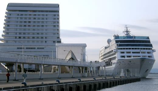 AZAMARA QUEST神戸港初入港-3