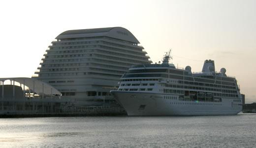 AZAMARA QUEST神戸港初入港-4