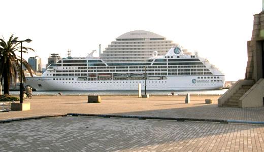 AZAMARA QUEST神戸港初入港-5