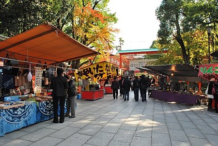 八坂神社へ入ると露店がズラリ