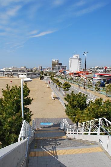 階段降りたら砂浜