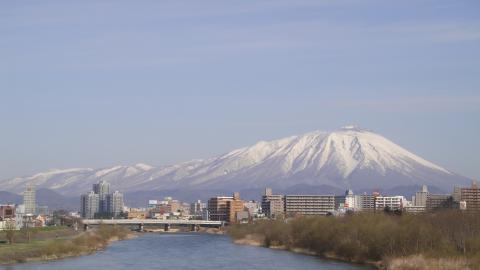2010.04.16 春の岩手山(幅:360px)
