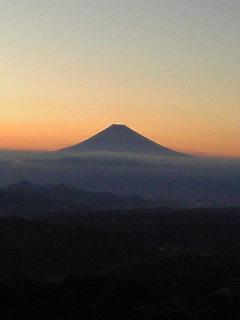 神々しい富士山(つい手を合わせてパンパン拍手/笑)