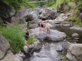 田植えの後の川あそび