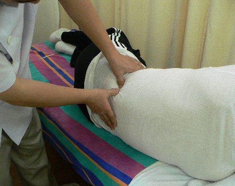 腰方形筋の指でのアプローチ
