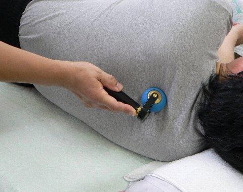塩満さんの肩背部の治療