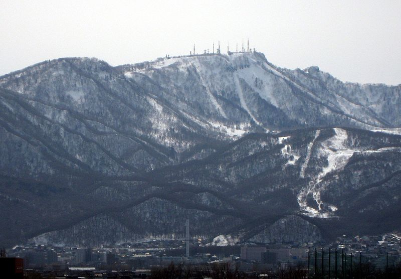 800px-Mt__Teine_in_Sapporo_taken_in_March_2009.jpg