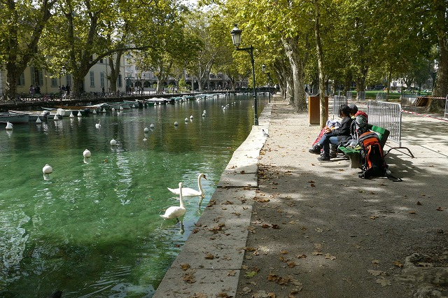フランス01アヌシーの水辺