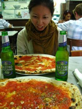 IMG_2257ナポリのピザ、マルガリータとマリナーラ