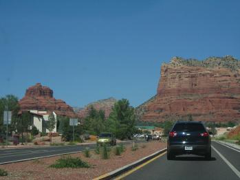 町から岩見える