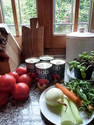 トマト缶と野菜