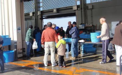 2010.11.28 江の島漁港 朝市2