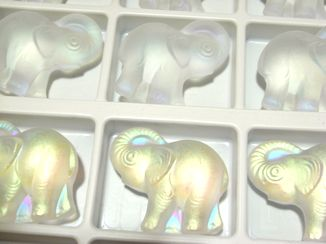 Art.67765 Frosted Crystal AB Elephant 30mm