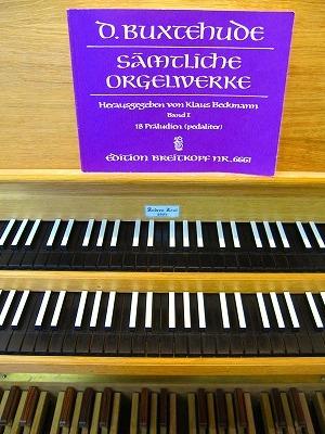 譜面と鍵盤