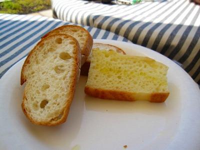 パンはお代わり自由ですって。