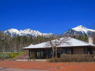 まだ雪が残る八ヶ岳。