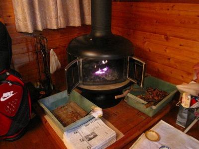 暖炉がパチパチ