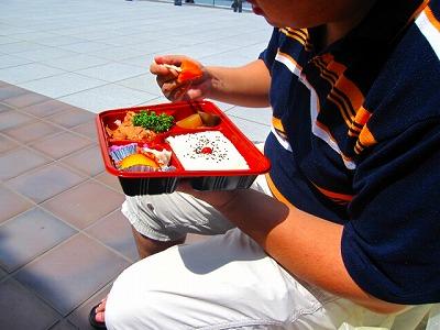 コロスケはトリ照り焼き弁当。