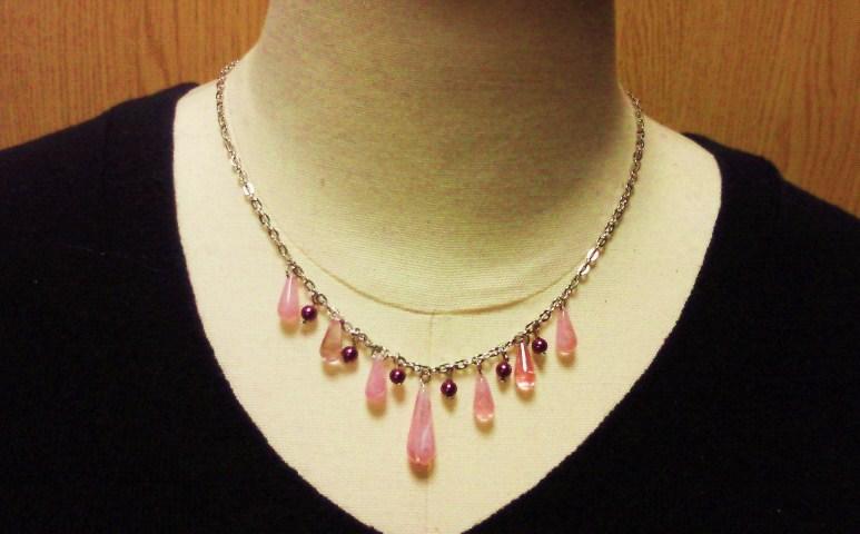 ピンクのショートネックレス