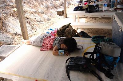 s-昼寝する娘20110819