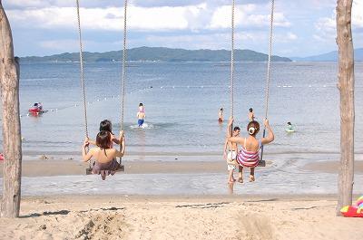 s-海辺でブランコ20110819