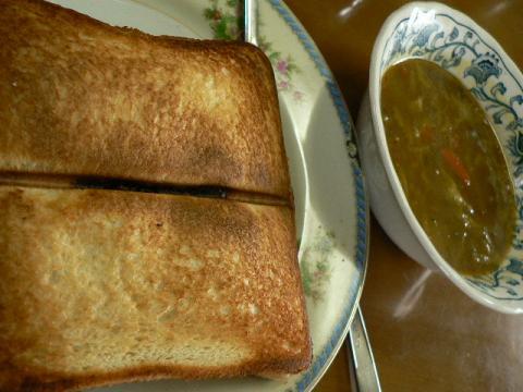 ホットサンドとカレースープ